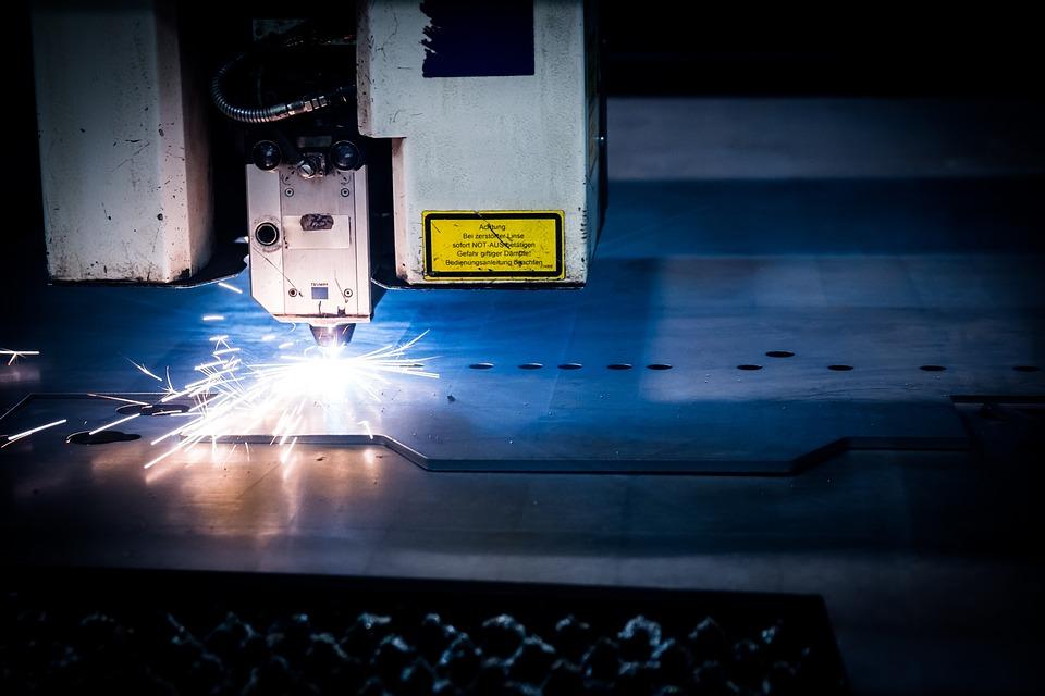 řezání laseru