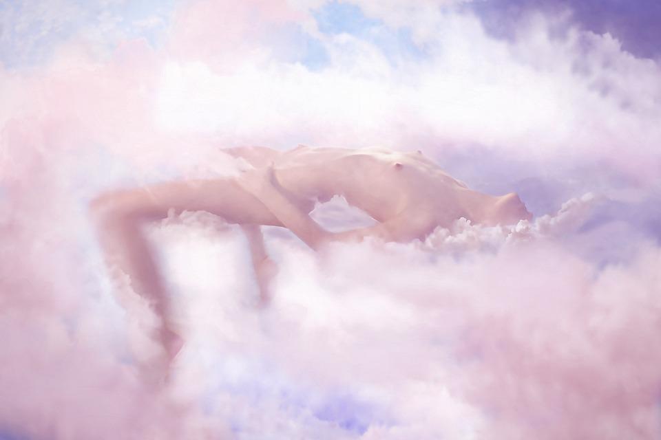 žena na nebi