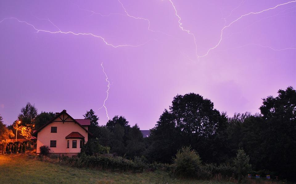 bouře s blesky