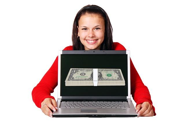 peníze na monitoru