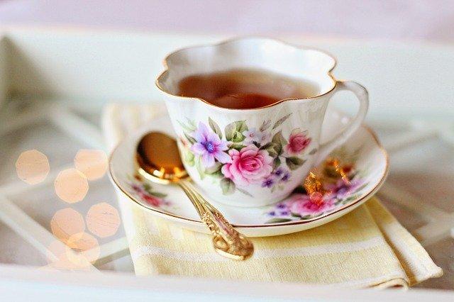 čaj v malovaném hrnečku