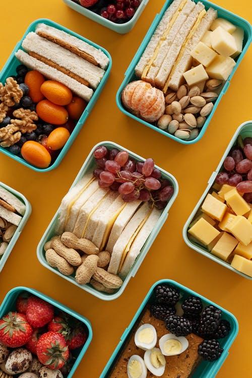 krabičky s jídly